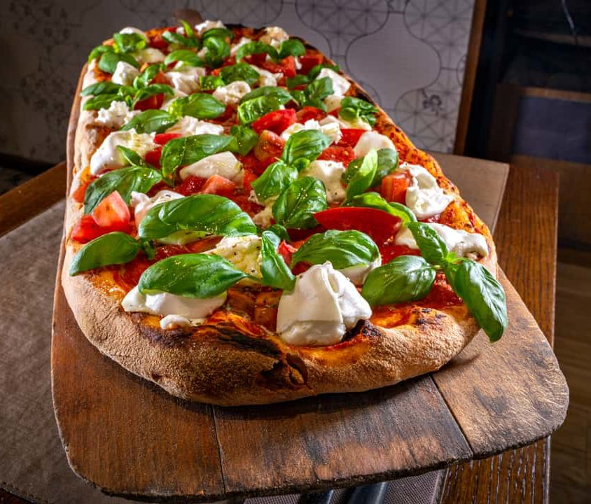 pizza with a shovel – Caprese