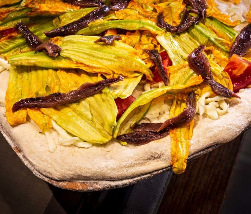 Pizza alla Pala – Mozzarella, Fiori di Zucca e Acciughe