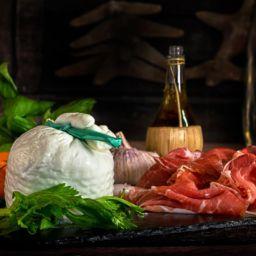 """Antipasto con Burrata di Bufala e Prosciutto di Parma """"Antica Ardenga"""" 30 mesi"""